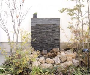 お庭のパーツ 壁泉 シェード